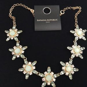 New Banana Republic flower necklace